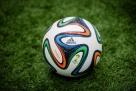 巴西目前是夺得该项荣誉最多的球队,共获得5次世界杯冠军,而桑巴王国也是足球世界里绝对的强者。提到巴西,最先想到的不是狂欢节,也不是桑巴文化,绝对是巴西的足球。