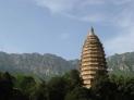 10、中国第一塔——嵩岳寺塔 嵩岳寺塔,在登封县城西北6公里太室山南麓嵩岳寺内。嵩岳寺原名闲居寺,早先是北魏皇室的一座离宫,后改建为佛寺。此寺的建造年代在北魏永平元年至正光元年(508~520年)之间,最少也有1450多年的历史。
