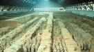 5、中国第一座皇家陵园——秦始皇陵 秦始皇陵位于西安以东30公里的骊山北麓,南依骊山,北临渭水。高大的封冢在巍巍峰峦环抱之中与骊山浑然一体,景色优美,环境独秀。秦始皇陵于公元前246年,秦始皇初即位开工修建,前后历时38年,动用徭役、刑徒72万余人。这位叱咤风云的旷世君主不仅为后人留下了千秋伟业,还留有这座神秘莫测的皇家陵园。陵园建制仿都邑,陵墓周围呈回字型,筑有内、外两重城垣,目前探明的大型地面建筑为寝殿、便殿、园寺吏舍等基址。