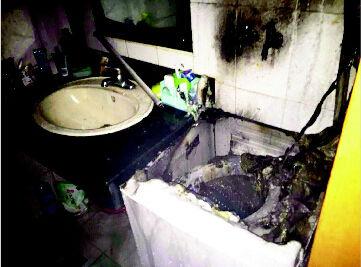相较电视、冰箱、空调等电器,洗衣机因为时常与水接触,发生自燃的几率似乎不大,然而,这样的事情并不能完全避免。5月13日晚,在太原市气化街财苑小区,就发生了一起洗衣机自燃类火灾,好在没有造成更严重的后果。