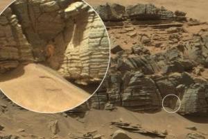NASA火星照片驚現長發露胸
