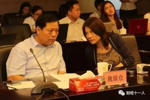 8月23日,董明珠与魏银仓在格力收购银隆媒体说明会上