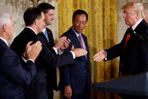特朗普与郭台铭共同宣布:将投资百亿美元在美建液晶面板厂