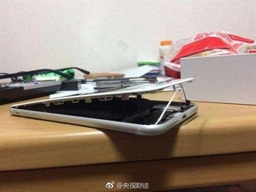 重演Note7悲剧?央视图文呈现又一iPhone 8电池爆裂