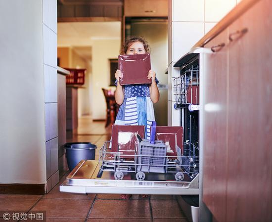 不仅节水还省电 洗碗机洗碗成本并没有你想象的高