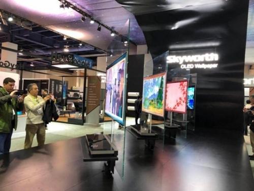 很多参观者对中国品牌电视感兴趣