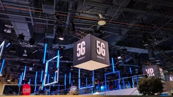 """未来电视是一张搭载5G、AI芯片与盒子的""""壁纸""""?"""