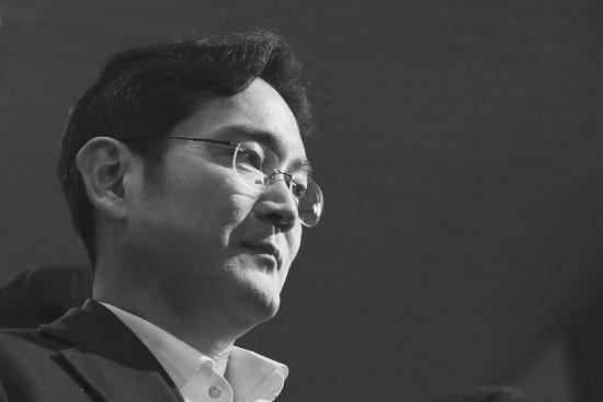 三星太子入狱353天终获自由,与朴槿惠撇清关系