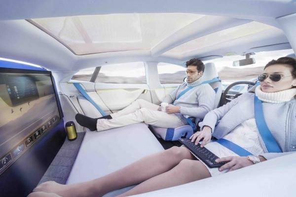 代步工具再掀革命 无人驾驶汽车能否成为2018关键词