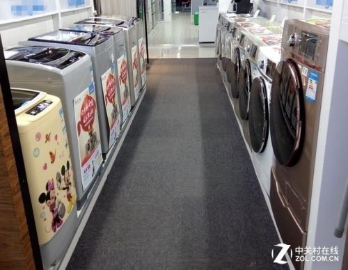 卖场中在售的滚筒、波轮洗衣机产品