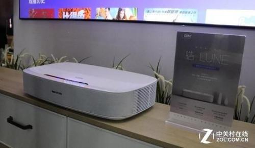极米也推出了万元出头的激光电视