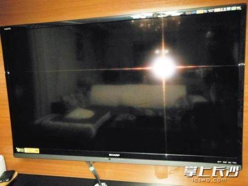 维修后不久,这台夏普电视机又坏了。