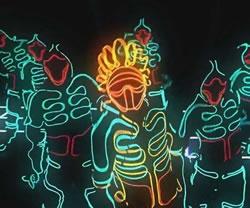 穿上OLED衣服 你就是整条街最亮的仔