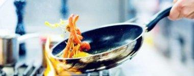 """三伏天厨房创下新""""高温"""" 煮饭打赤膊还是安空调?"""