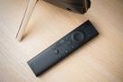 随机附赠了蓝牙语音遥控器,与H90连接后,按下语音按键即可下达指令。