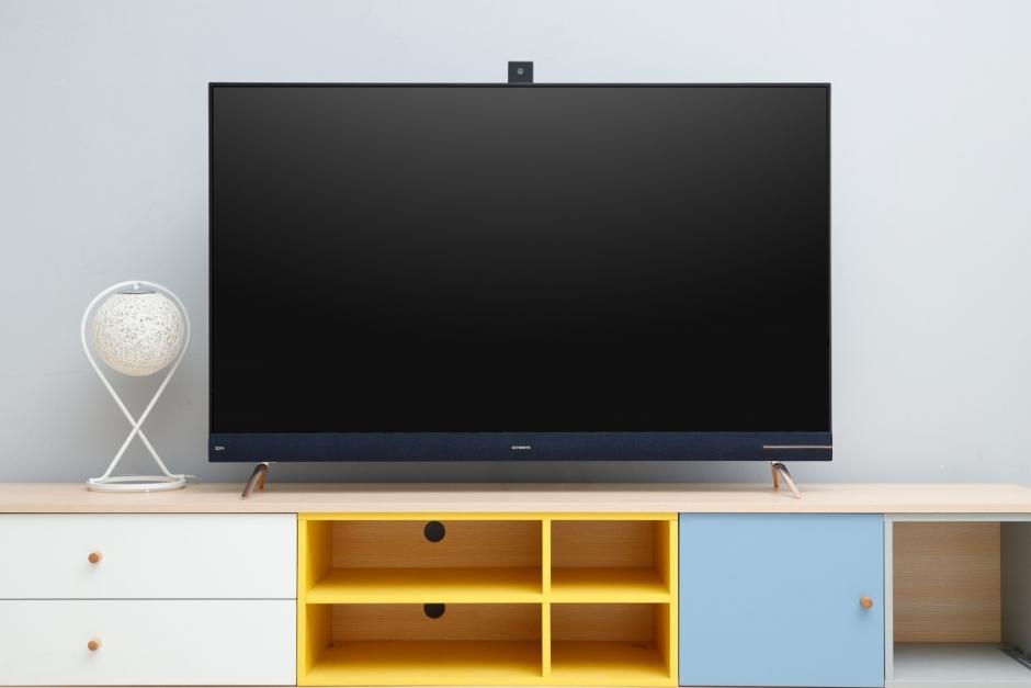 创维H90采用了主流的无边全面屏设计,整体观感上令人非常舒适。