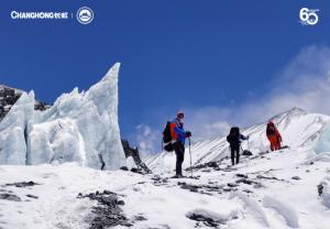 山高人为峰,登顶周年长虹5G+8K见证珠峰新8K