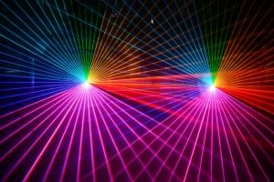 三星加速入场 激光电视阵营集齐四大彩电巨头
