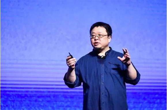 锤子论坛关服 罗永浩放言明春回科技圈
